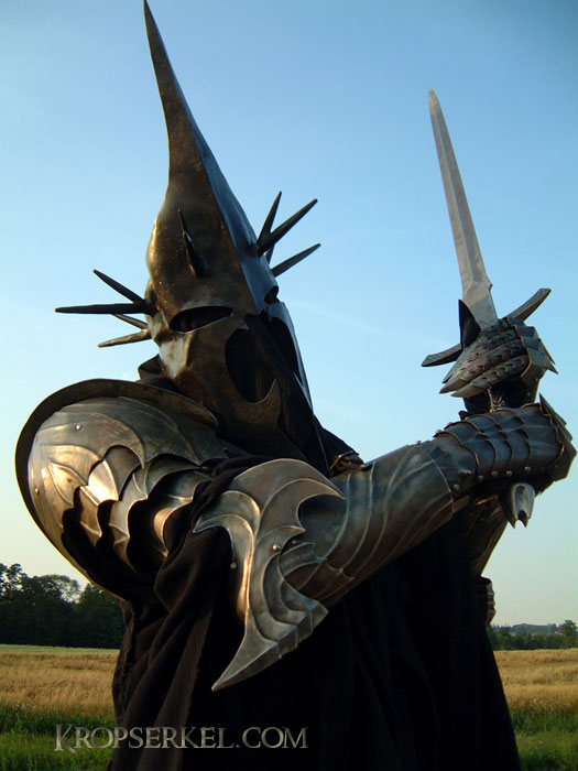 Our merciless Witch-king is sporting the latest in menacing protective armour. Warning Not suitable for fighting with women results may vary. & Kropserkel: Dark Rider Nazgul WitchKing costume and armor